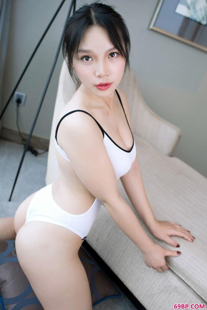 童颜巨胸小纯子纯白制服诱惑动人_西西人体西西艺术照图片高清图片