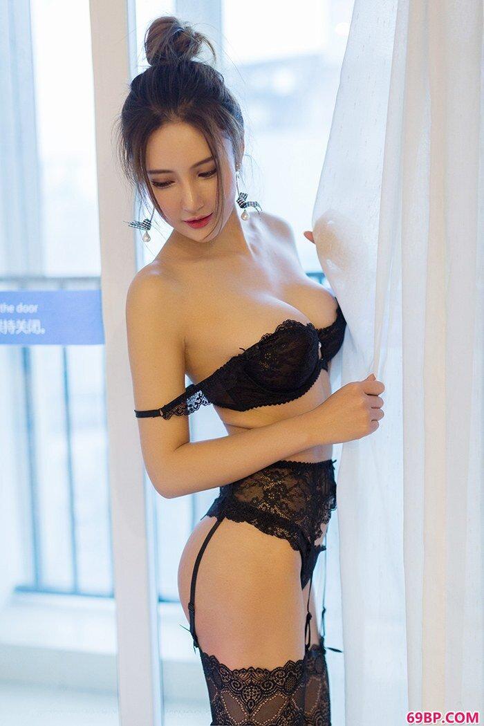性感美淑女尹菲前凸后翘诱惑吸眼球,西西人体裸阴艺术图片