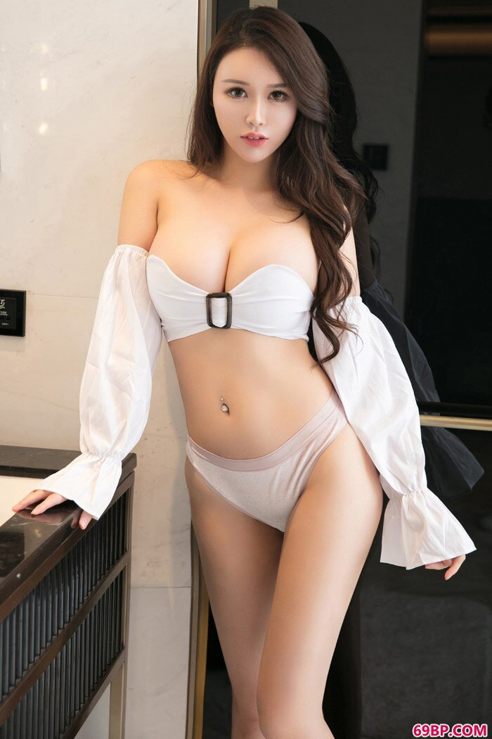 魅惑丽人尤妮丝甜美美胸惊爆眼球_gogo人体艺shu