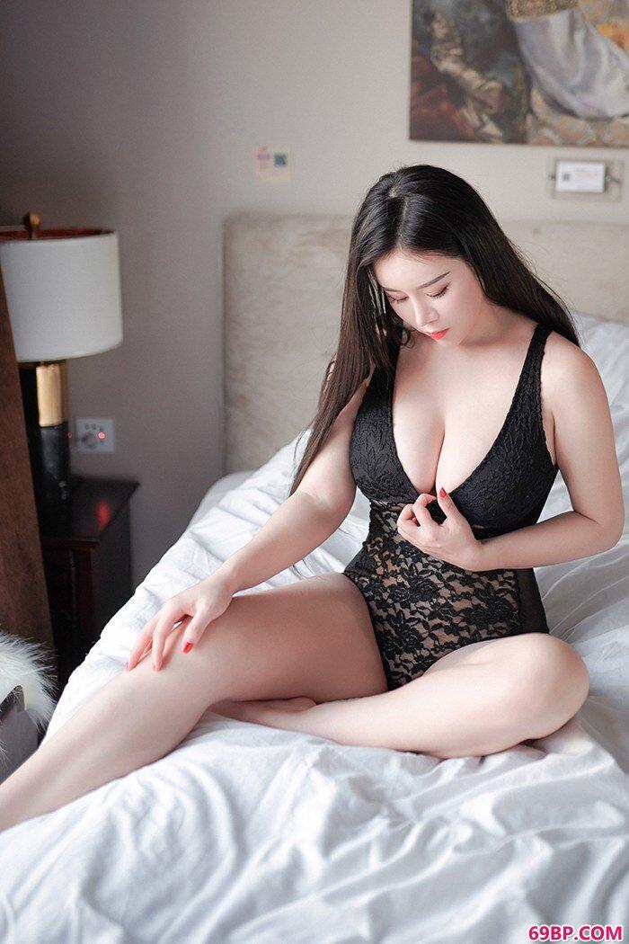 豪乳淑女戴�c欣轻纱薄裙朦胧美诱惑_11P不戴套