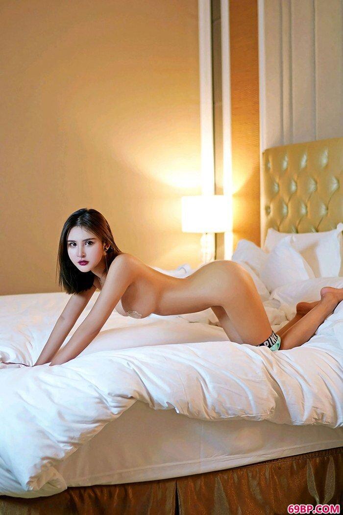 性感嫩模尹菲滑嫩双乳挺翘美臀很迷人_色偷拍中国老熟女
