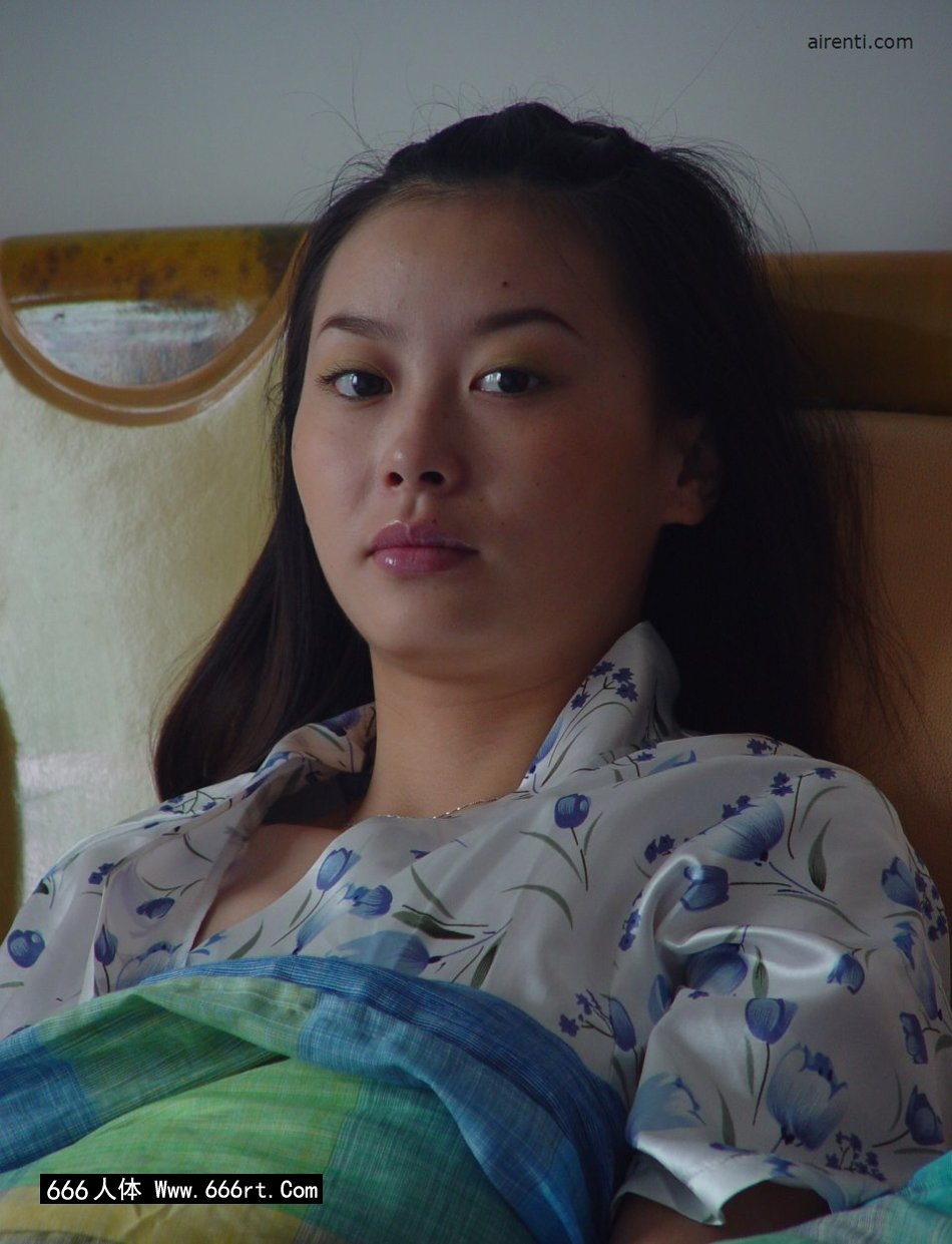 身材非常火辣的王丹居家人体摄影