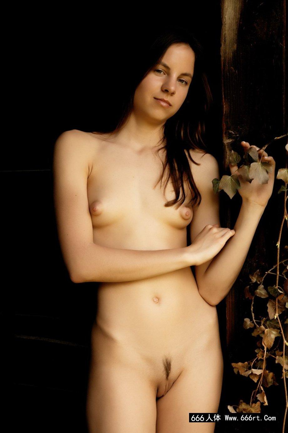 西班牙年轻模特Alt小木屋门外写真