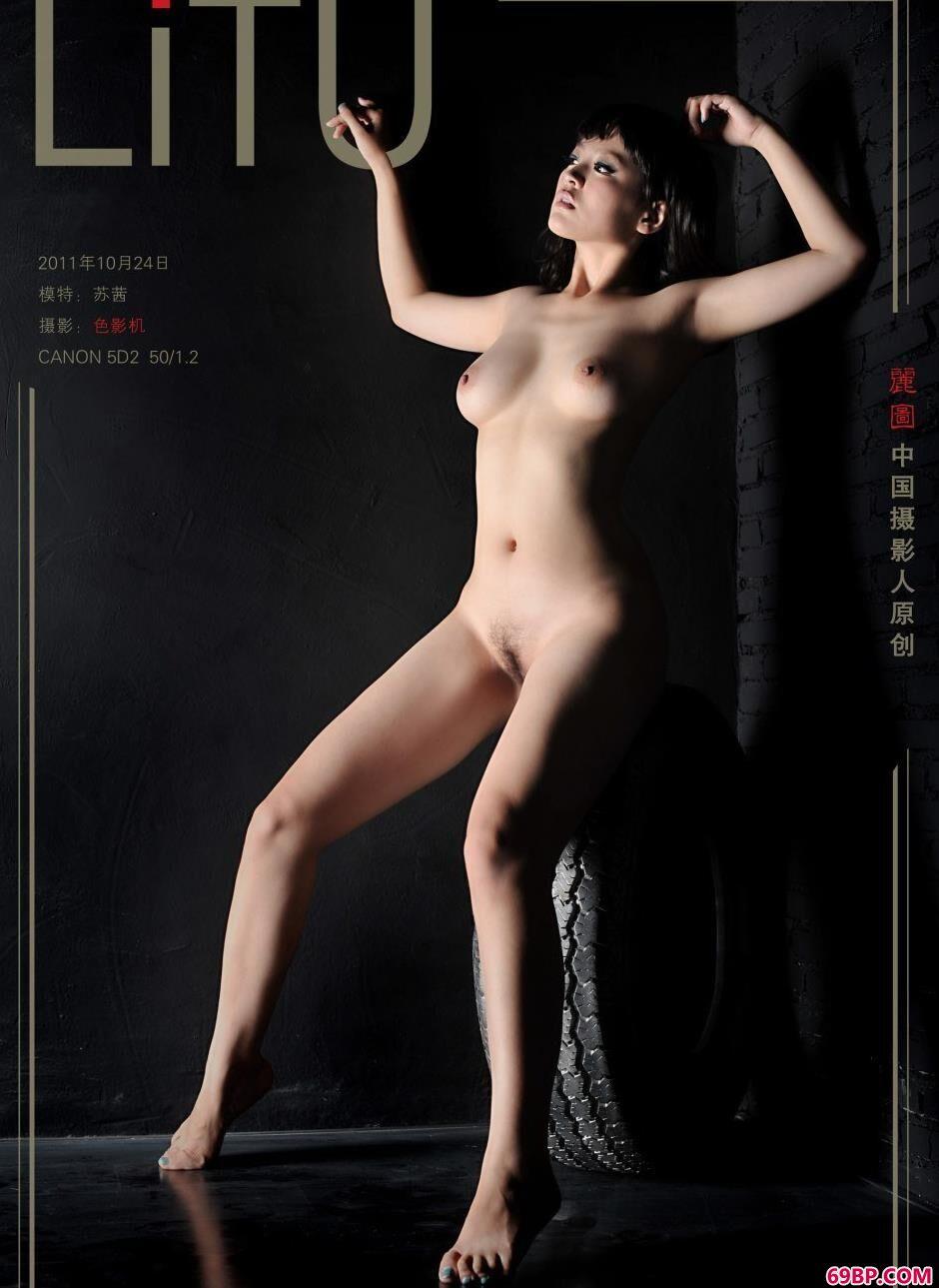 裸模苏茜房间里的迷人身材