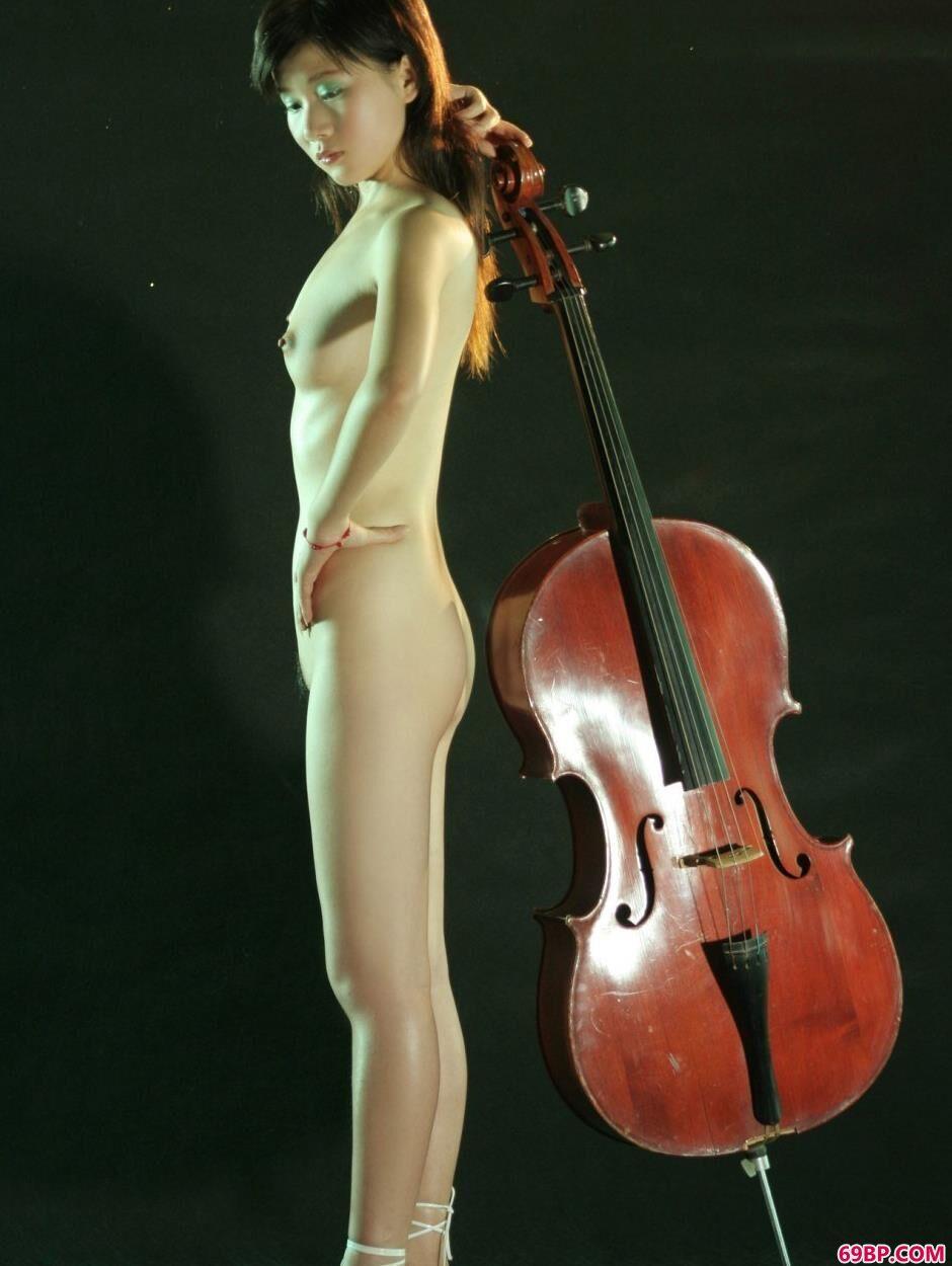 美模嘉怡室拍乐器人体