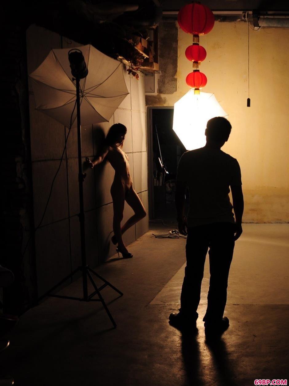 日本人写真艺术_室内靓女佑子风骚人体