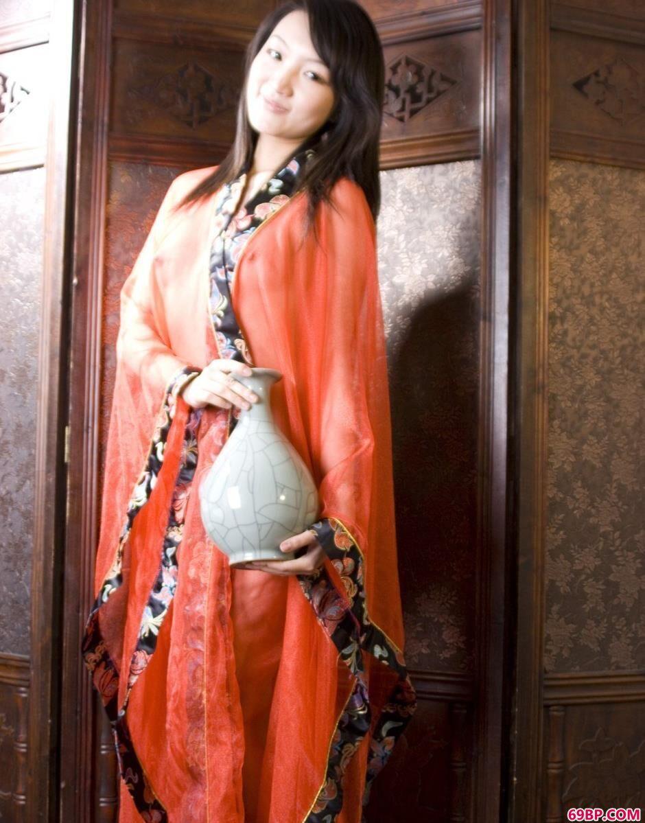 嫩模雯真屏风前的撩人美体,上世纪90年代日本人体艺术照片