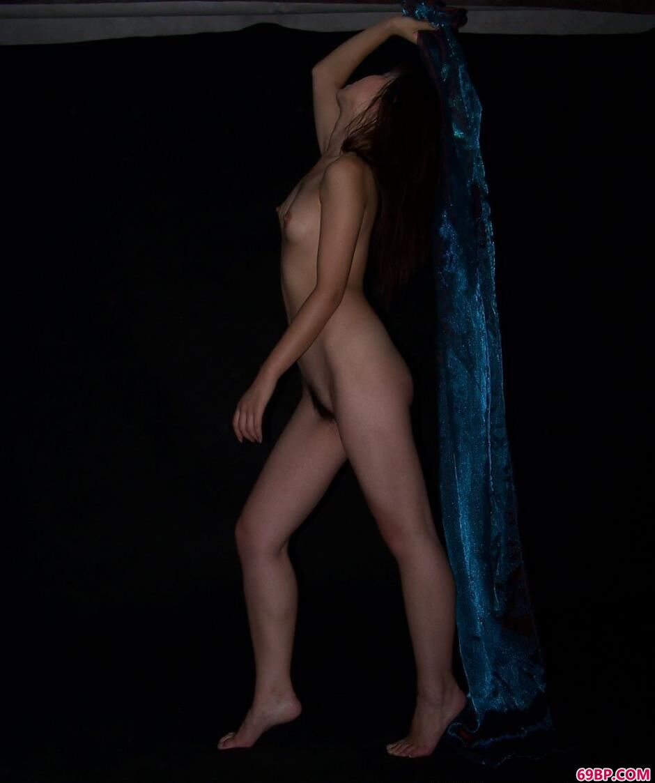 美模佳音图片棚里的性感人体1_情取内衣
