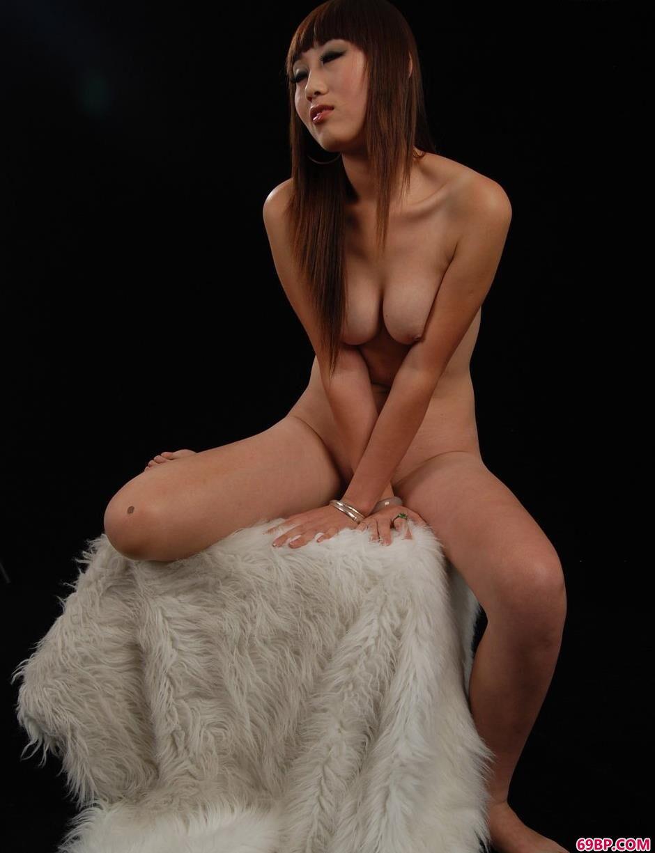 东方人体艺术风之舞2bt,美人茜茜室拍羊毛毯上的性感人体
