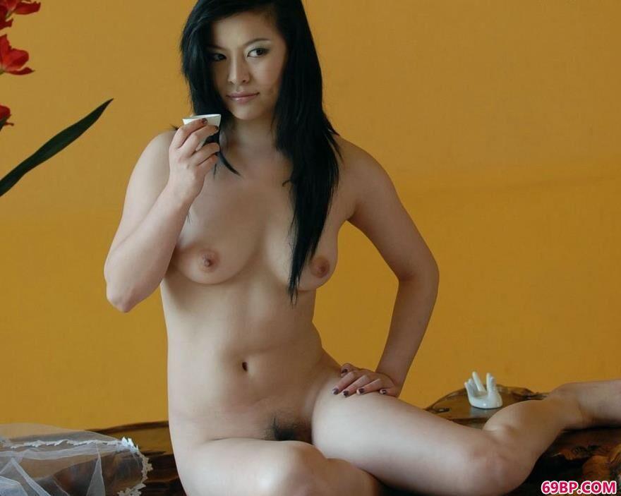 靓妹小楠茶桌装饰上的撩人美体,模特相约中国人体艺术