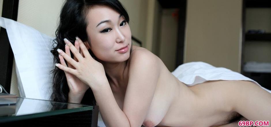 白色床单超模苏蕾2_扒开小处30p