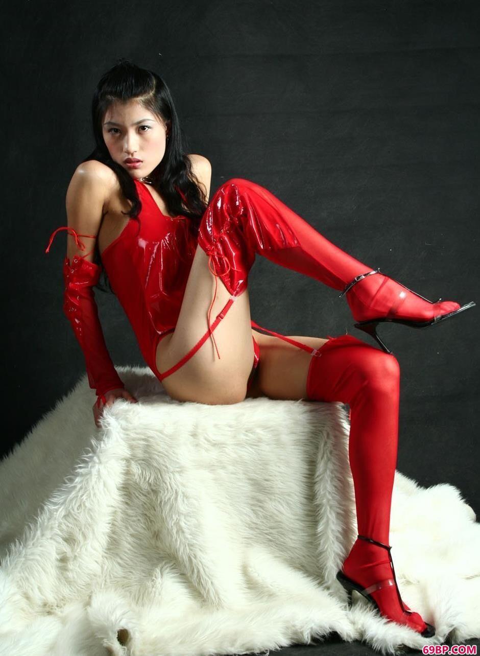 梅婷在羊毛毯上的火红人体_77人体艺术