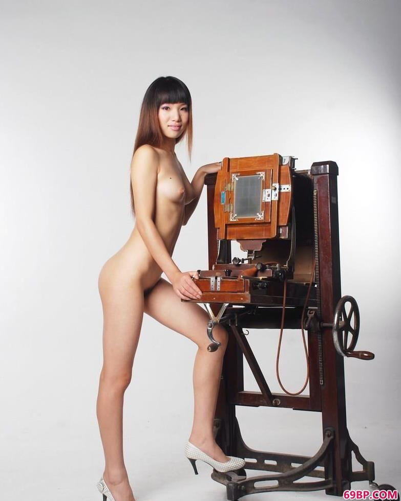 室拍人体优美的身段与曲线_gogo人体高清大胆专