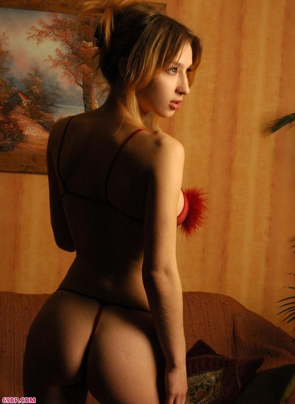 裸模Anna家中魅惑人体