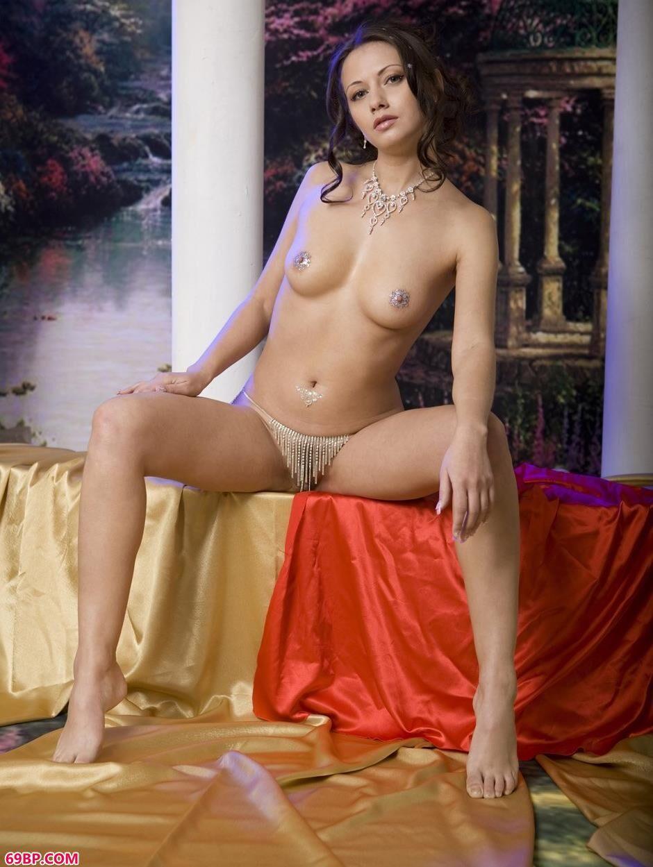 超模费安娜Fiona图片棚里的勾人身材1