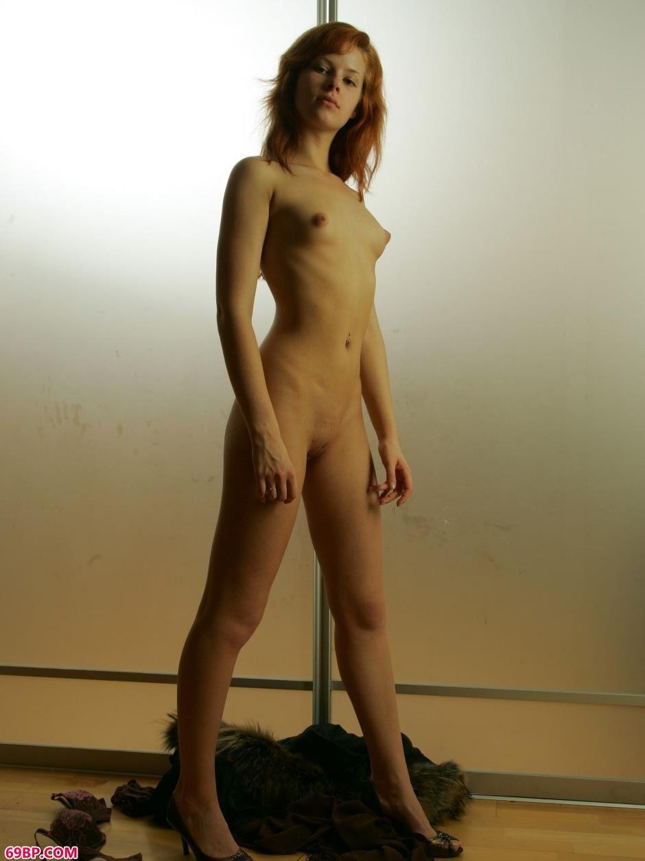 裸模达里亚Daria钢管边的诱惑身材2,原创人体艺术----beke