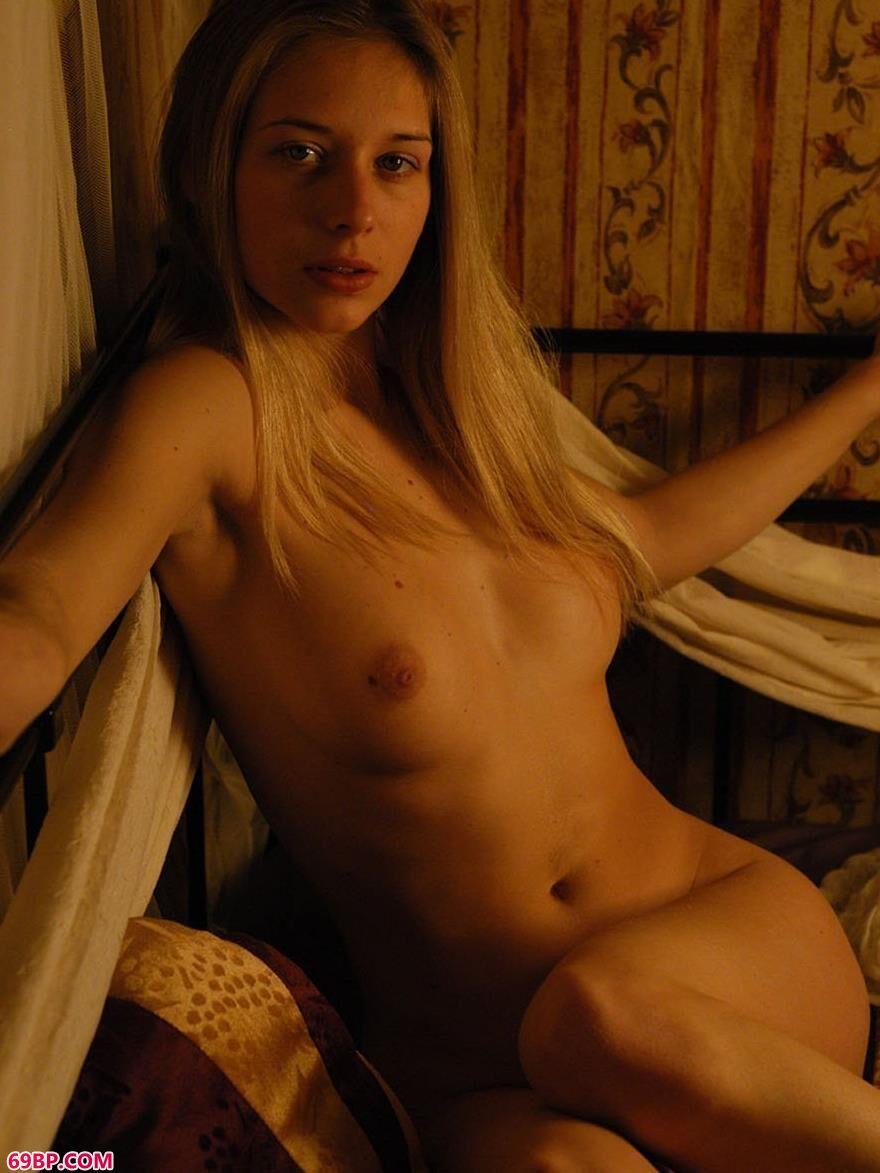 metcn相约中国人体艺术图片,露西昏暗中的美体2