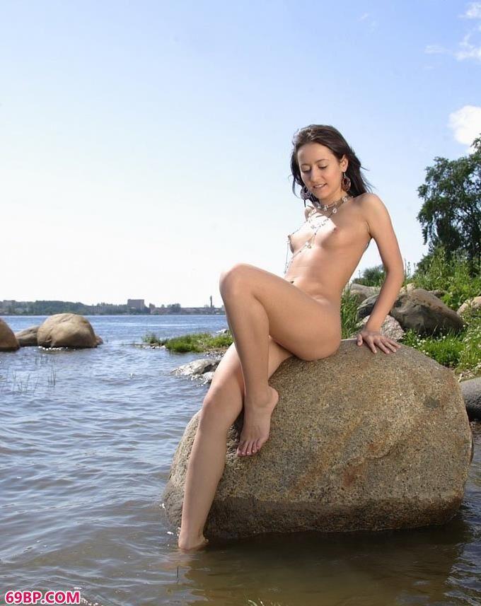 名模Savina江边私房照片写照1