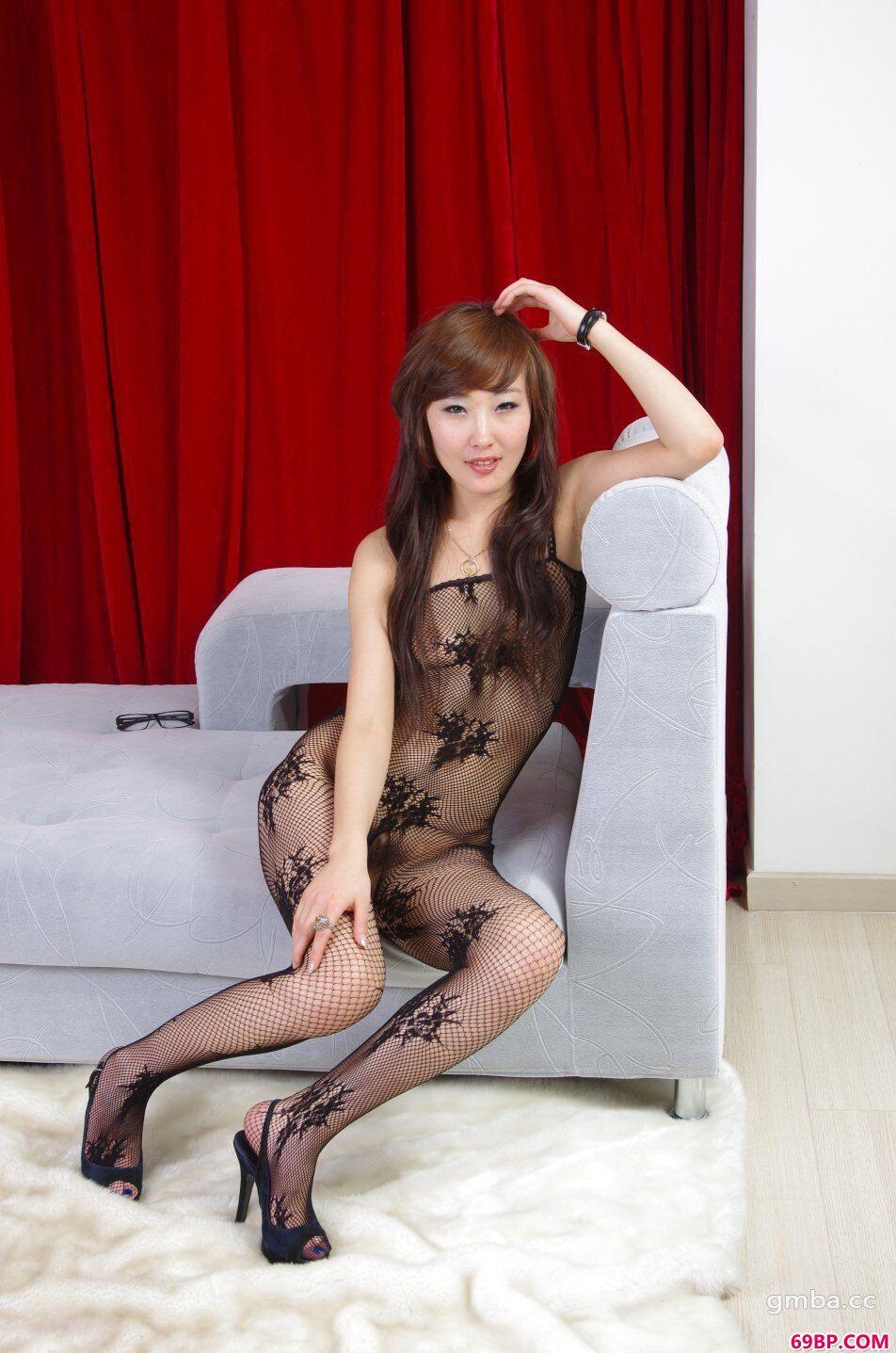 裸露美女_淑女嫩模雨霏超大胆精品珍藏版