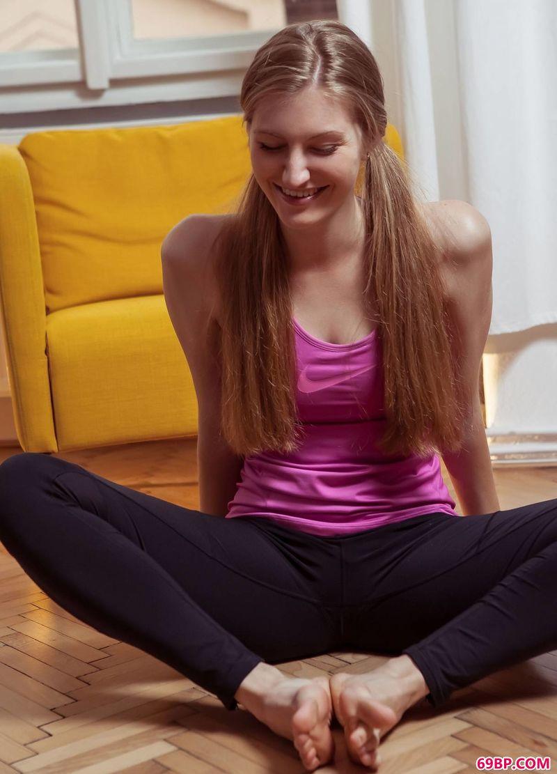 热衷于健身的女生Bretona,大胆无水印大尺度人体艺术